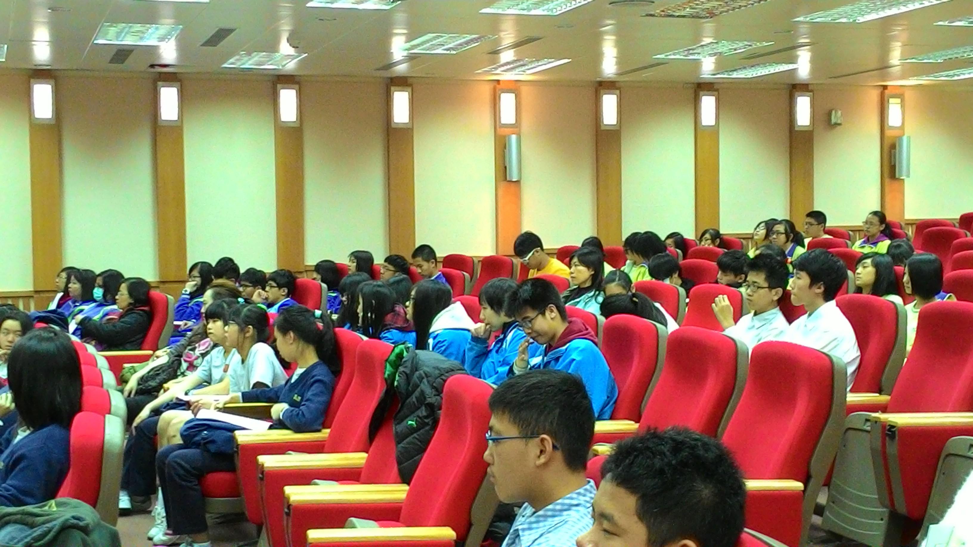 臺北商業大學與學生對談